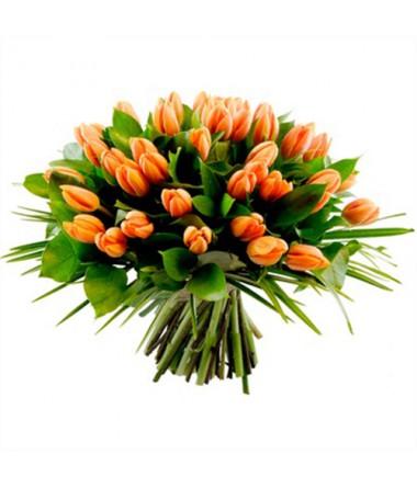 Букет оранжевых тюльпанов
